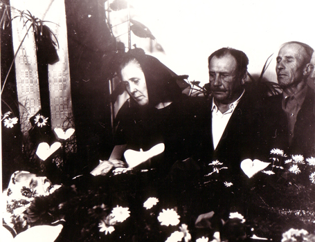 Juozas's mother's funeral, 1975