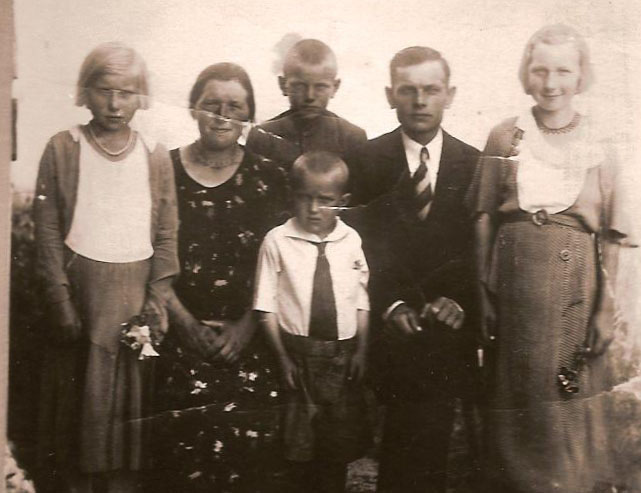 The Petrikonis family, Antanas, the youngest, in the middle