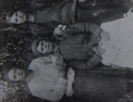 Anna's mother and aunt with her grandmother in the 1930s