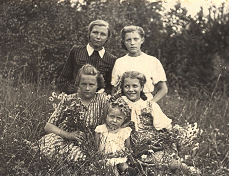 Silva and her sisters in Latvia in 1947