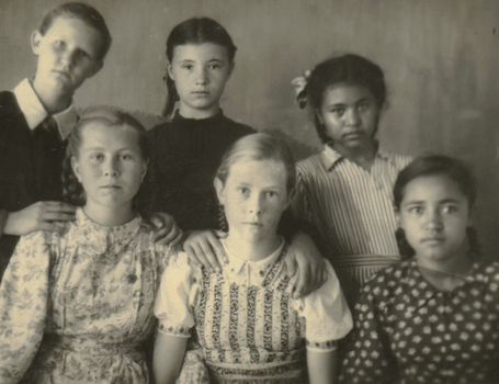 Juliana Zarchi (centre) at school in Tajikistan