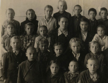 Siiri Raitar (top, 2nd left), first year at school in Siberia, 1949-1950