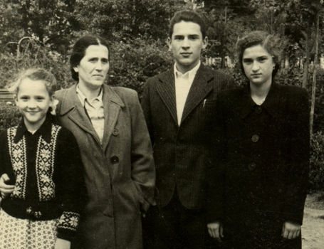 Orest with his mother and sisters