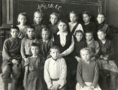 Siiri Raitar (top right), in her class in Siberia, 1951