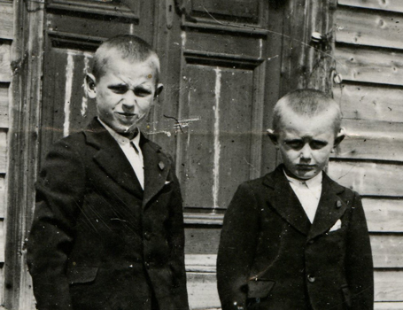 Rimgaudas Ruzgys (right) and his brother in front of the house where they were born, <br/> before deportatio